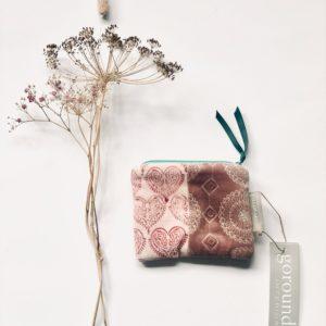 Kleines Täschchen in zarten Pinktönen