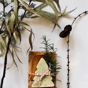 Frische Eisenkrautseife & wunderschöne Olivenholzseifenschale